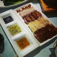 Photo taken at 開飯 | Hoi Fan Restaurant by Carmen L. on 12/7/2014