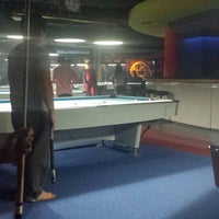 Foto diambil di Ha Ha Billiard And Bar oleh Marlond P. pada 11/19/2013