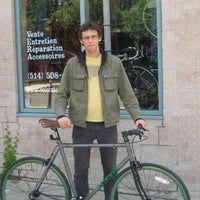 Photo taken at Vélo Intemporel by Mundo O. on 11/12/2013