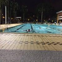 Foto tirada no(a) Clementi Swimming Complex por Erica N. em 11/15/2013