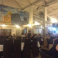 Das Foto wurde bei Posers International Pub & Restaurant von Виктория am 2/27/2014 aufgenommen