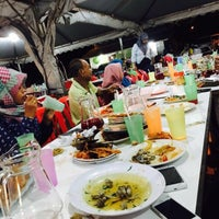 Photo taken at Seaview Seafood Restaurant by Eka S. on 5/31/2016