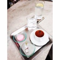 Foto diambil di Cafe R.E.A.D oleh Ozge E. pada 6/8/2014