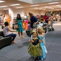 Photo prise au Scottsdale Public Library - Palomino par Christopher S. le10/30/2014