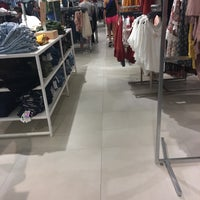 Photo taken at Forever 21 by Isabely D. on 3/16/2017