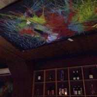 Photo prise au Clos Wine Bar par Kathy L. le3/14/2014