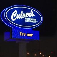 Foto tirada no(a) Culver's por Jeff J. em 10/30/2013