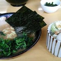 Photo taken at 横浜らーめん 日々家 by Takuya F. on 9/4/2014