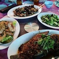 Photo taken at Restoran Masakan Sedap by Bee Ilyas on 11/9/2013