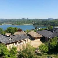 Photo taken at 문의문화재단지 by 시형 이. on 5/3/2014