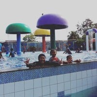 Photo taken at Kenari Waterpark Bontang by Herdiansyah H. on 12/26/2015