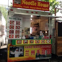 Foto tomada en Noodle House Food Cart por Barry L. el 6/15/2013