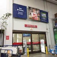 Photo taken at Lowe's Home Improvement by Mark L. on 3/10/2017