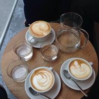 Das Foto wurde bei kaffemik von Banu S. am 3/8/2016 aufgenommen