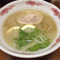 Photo taken at らー麺 つやつや by Hiroshi S. on 8/26/2014