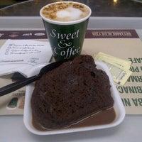 Foto tomada en Sweet & Coffee por MaFyTa el 10/19/2012