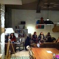 Foto tomada en La Ciudad Invisible | Café-librería de viajes por Nicholas F. el 11/1/2012