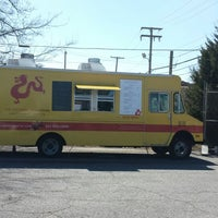 Photo taken at Southern Gourmasian Food Truck by Kimle N. on 3/10/2014