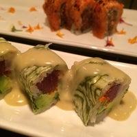 Photo taken at Oishii Too Sushi Bar by Larissa S. on 8/8/2015