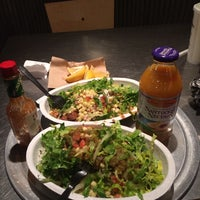 Photo taken at Chipotle Mexican Grill by CI Z. on 12/15/2013