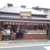 Photo taken at いなり ふたば by Kenichi S. on 3/29/2014