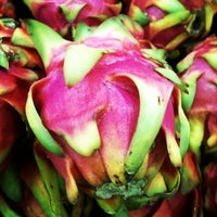 Photo taken at Supermercados Mambo by Viviane P. on 4/9/2013