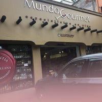 Photo taken at Mundo Gourmet by Rocío D. on 6/20/2017