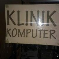 Photo taken at klinik komputer #kilokilo by Aaisgc 6. on 11/20/2013