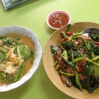 Photo taken at ร้านอาหารสถานีสุโขทัย by Achiny A. on 9/5/2014