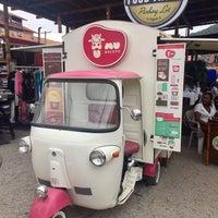 Foto tirada no(a) Food Truck Parking Lot por Omar H. em 11/6/2016