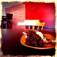 Photo taken at Knús Caffé by Heiðar Þ. on 10/9/2013