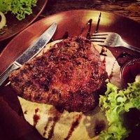 Снимок сделан в Первая львовская грилевая ресторация мяса и справедливости пользователем Steel I. 4/22/2013