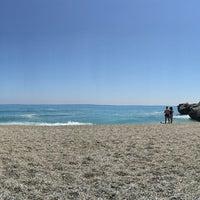 Photo taken at Playa Carebeillo by Joppe B. on 4/11/2017