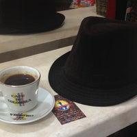 Foto scattata a Conde De Medellin Especiality Coffees México da Jon D. il 11/23/2013