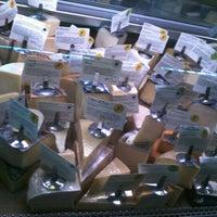Foto scattata a Antonelli's Cheese Shop da Dominic L. il 8/14/2012