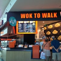 Photo taken at Wok to Walk by Ale L. on 8/24/2012