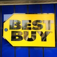 Foto tomada en Best Buy por Torres R. el 5/1/2012