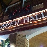 Foto tirada no(a) Aspen Mall por Humberto O. em 4/7/2012