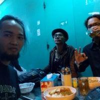 Photo prise au Nasi Kuning Ibu (Malam) par Dede SP le4/5/2015