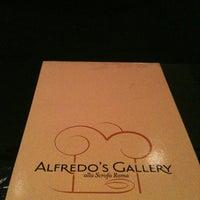 Foto tirada no(a) Alfredo's Gallery por Débora M. em 12/6/2012