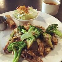 Foto scattata a Lotus Thai Cuisine da Kevin M. il 11/18/2014
