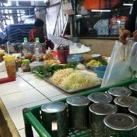 Photo taken at Sam Yak Sansai Market by ยอดมนุษย์ ปุ๊ดซีแลนด์ on 5/28/2013