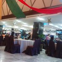 Photo taken at Kafetaria Hotel Sentral Melaka by Aziz A. on 12/22/2013