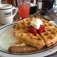 Photo taken at IHOP by innici on 12/16/2012