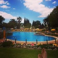 Foto tirada no(a) Rocha Brava Village Resort por Marc W. em 6/19/2013