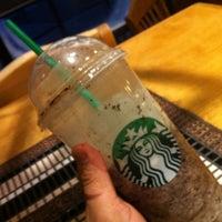 รูปภาพถ่ายที่ Starbucks โดย Ma. Fernanda Macias-Jones เมื่อ 12/8/2012