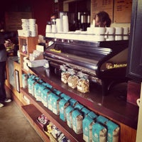 Photo prise au Bird Rock Coffee Roasters par Lauren H. le10/21/2012