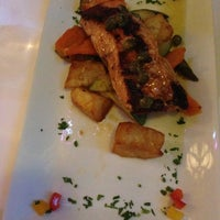 Foto tirada no(a) Wanda Restaurant por Pejman K. em 6/20/2013