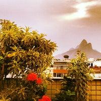 2/10/2013にDemetrius P.がSouth American Copacabanaで撮った写真