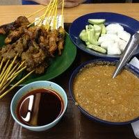 Photo taken at Restoran Sate Kajang Haji Samuri by Phyllis J. on 6/3/2013